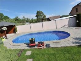 Okolie bazénu - pred pokládkou umelej trávy